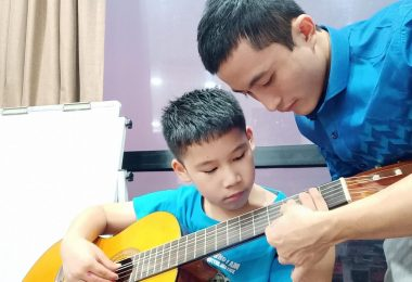 Gia sư dạy đàn Guitar tại nhà TPHCM