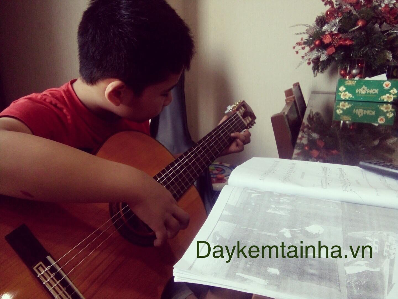 Gia sư dạy Guitar Daykemtainha.vn